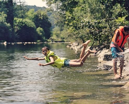 Fluss, Rutsche & River Rafting